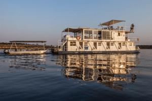 houseboat photographic safari chobe river botswana external