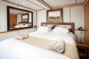 houseboat photographic safari chobe river internal