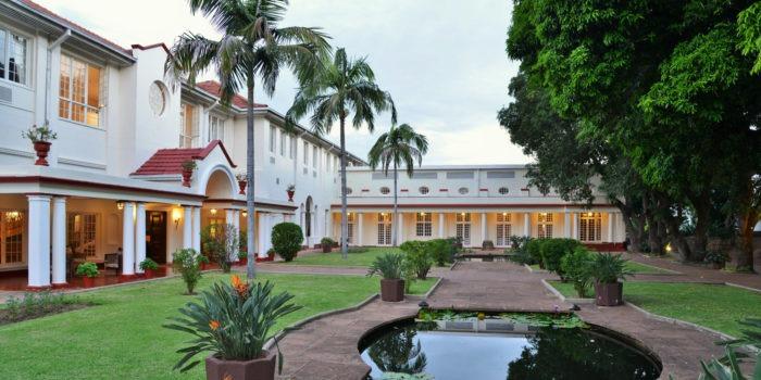 victoria falls hotel courtyard